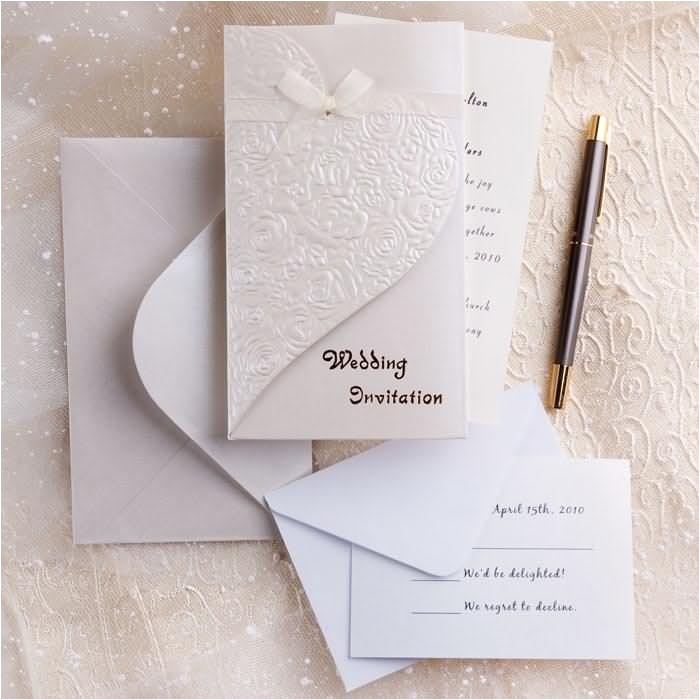 silver and white creates the perfect modern wedding theme