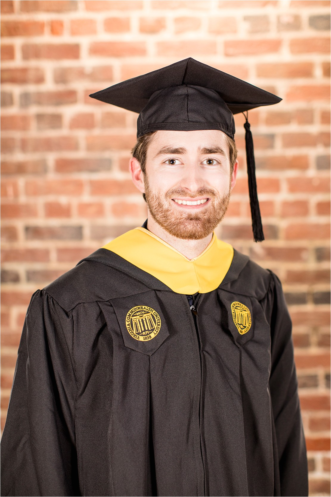 vcu male senior graduation portraits on libby hill